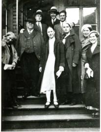 Lappeenrantalaista nuorisoa seuroissa Viipurissa 1930-luvulla, Kuvassa myös saarnaajat Arvi Hintsala, Janne Vänskä ja Roope Vepsäläinen.